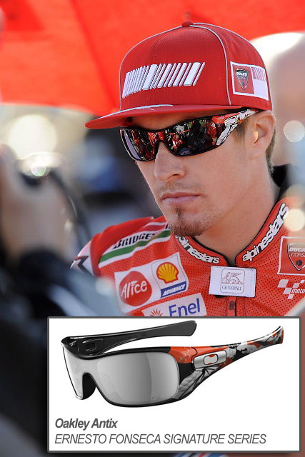 nicky hayden wears oakley antix