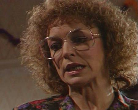 deirdre_barlow-89-hair and glasses
