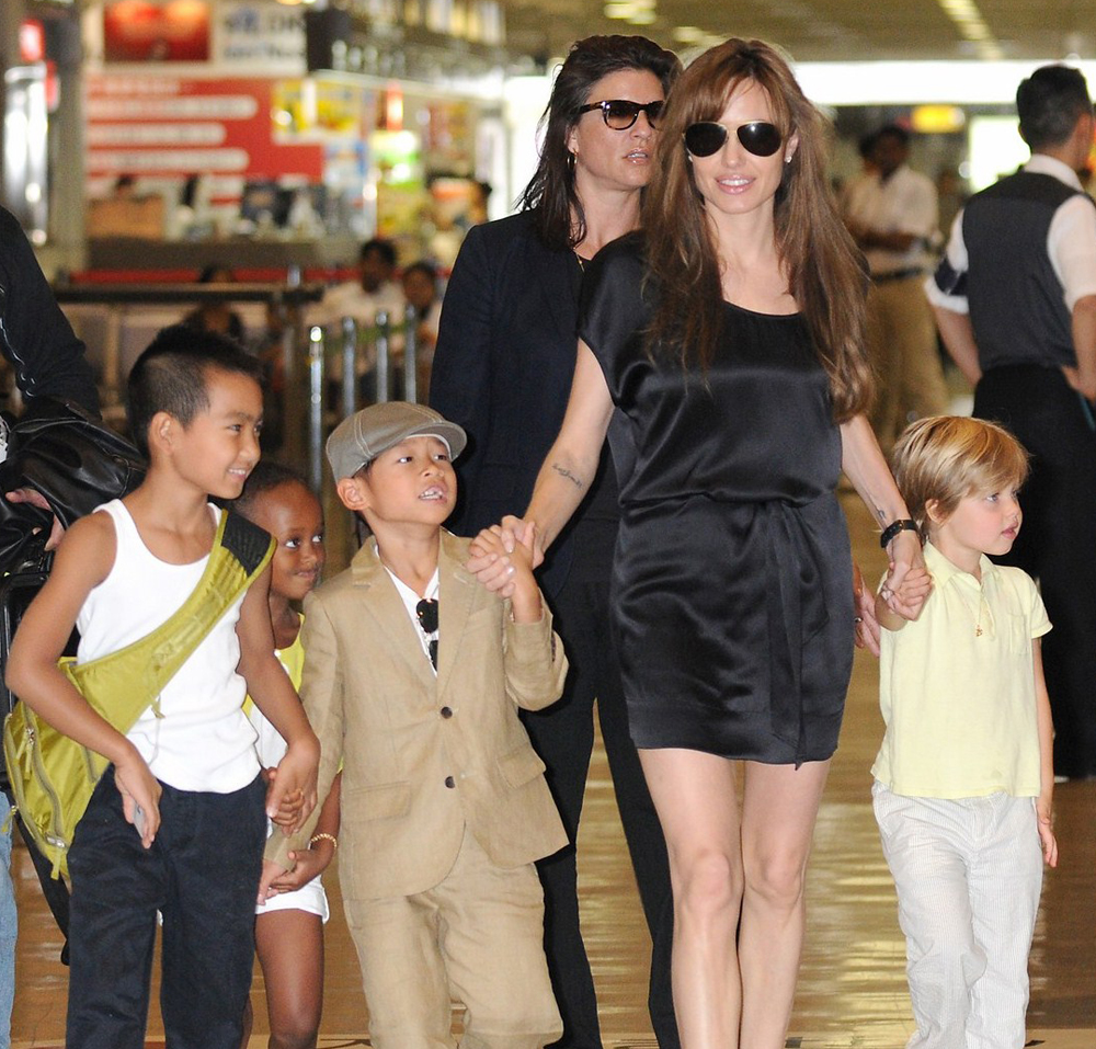 Angelina Jolie in Avaitor Sunglasses with the Kids