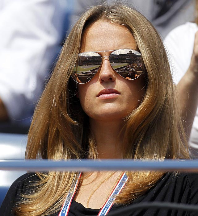 Kim Sears wearing extra Large Aviators at The US-Open
