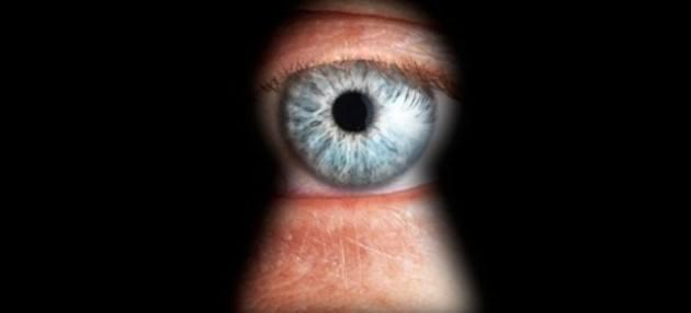 peeping-eye-keyhole-630x286