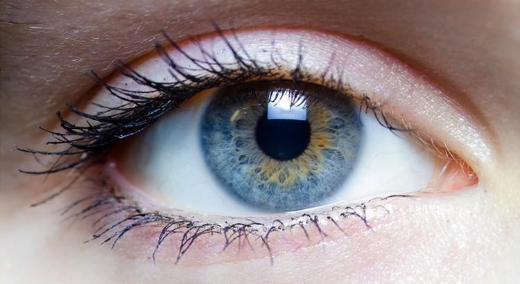 blue-eye-close-up