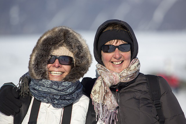Women_in_Iceland_wearing_winter_clothing