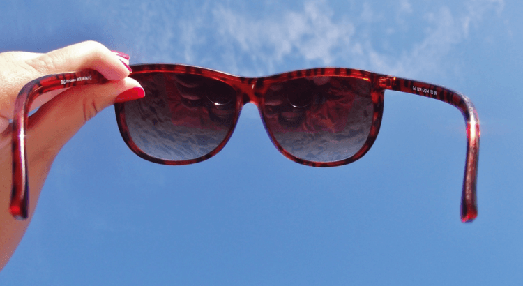 Sunglasses_against_blue_sky
