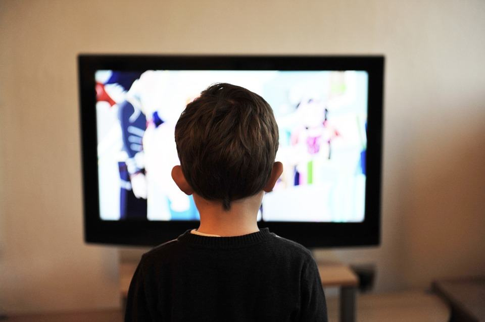 sitting-too-close-to-tv-myth-or-fact