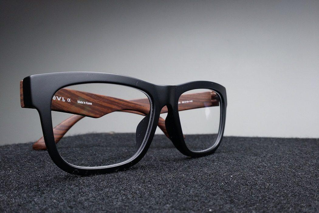 Matt schwarze Brillen
