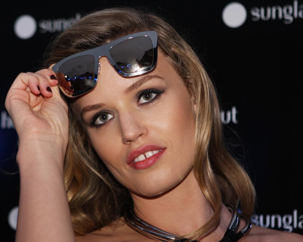 Georgia-May-Jagger-Sunglasses-face-shape