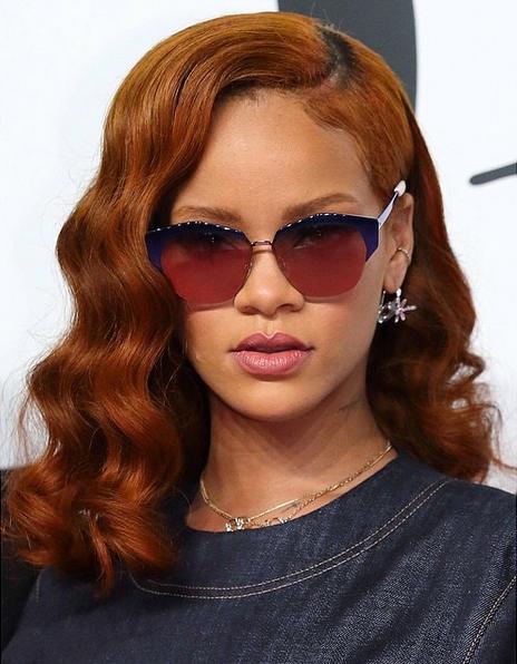 rihanna-wearing-dior-mirrored-sunglasses