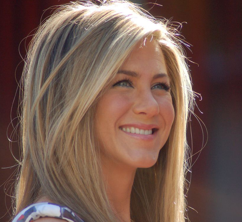 Jennifer-Aniston-contact-lenses