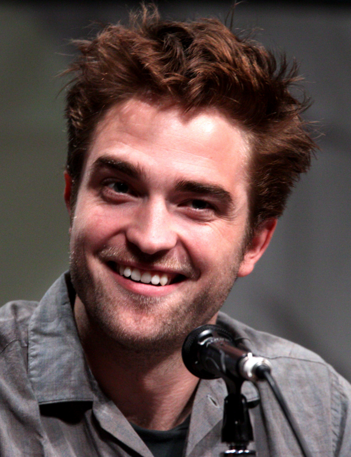 Robert-Pattinson-contant-lenses