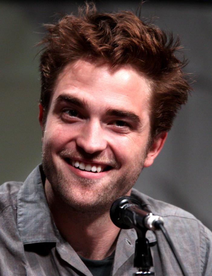 Robert-Pattinson-contant-lenses