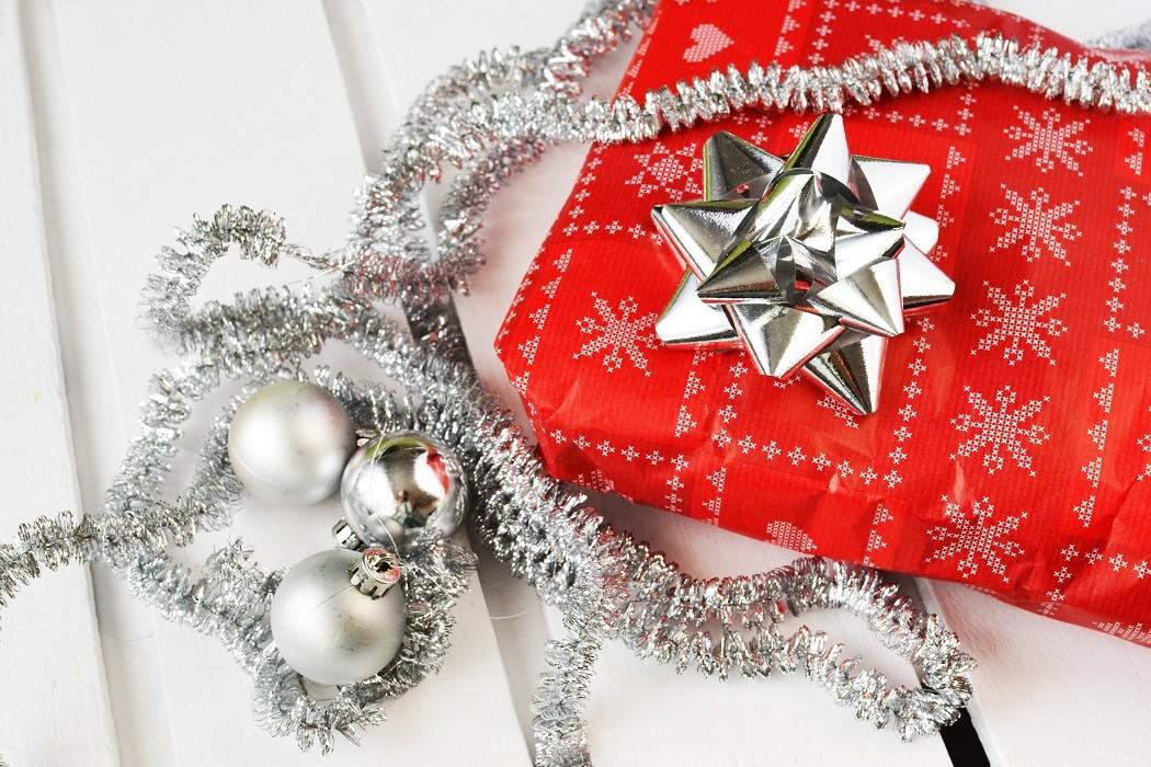 gift-present-christmas-xmas
