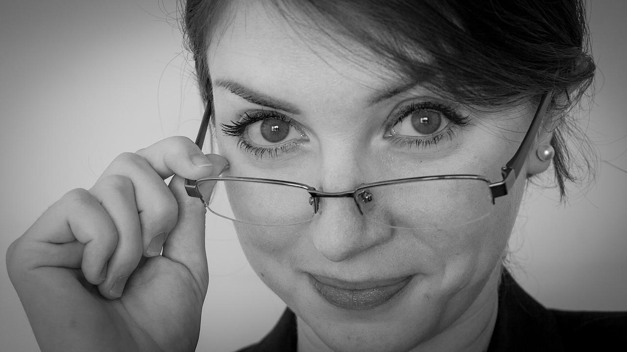 Why Men Do Make Passes at Girls Who Wear Glasses