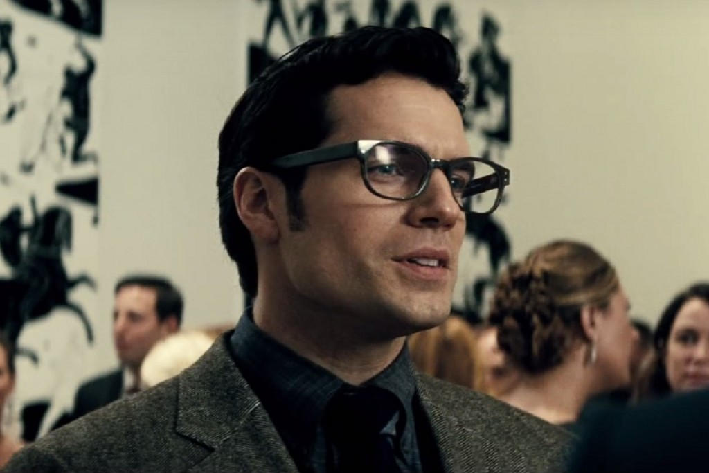 Henry Cavill Wears Iconic Glasses In Batman V Superman Dawn Of