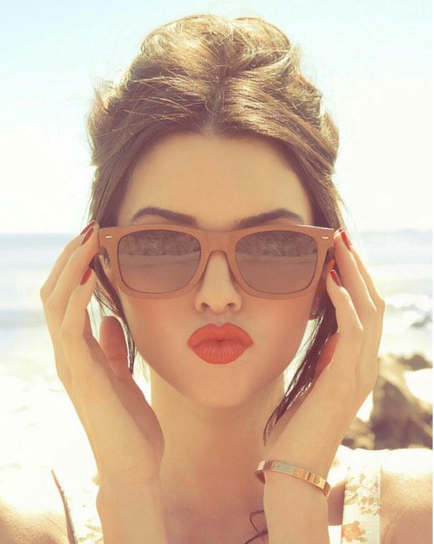 Kendall_Jenner_sunglasses_pout