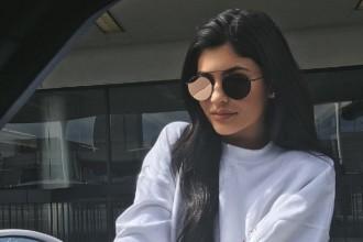 kylie jenner metallic lips matching sunglasses