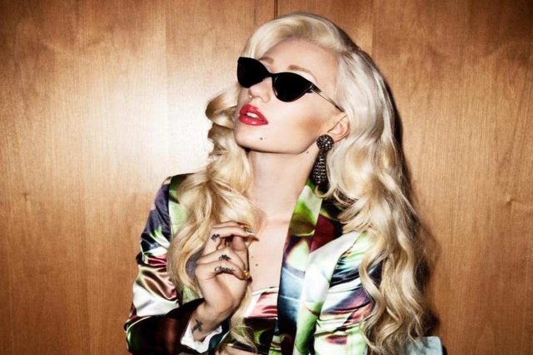 Iggy Azaela sunglasses