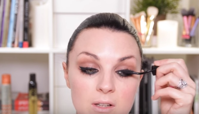 how to look good in glasses makeup tips