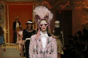 dolce-and-gabbana-fall-winter-2018-19-women-fashion-show-runway