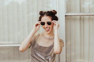 90s-skinny-sunglasses-trend